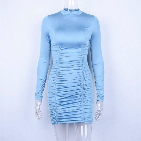 Vestido de satén de manga larga y cuello alto 3